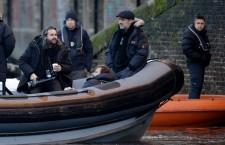 Se Sam Mendes på Bond-settet
